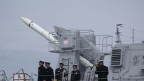"""Chiến hạm Ấn Độ thử nghiệm thành công """"siêu hỏa tiễn"""" BrahMos"""