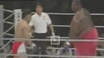 Lạ, độc đáo, hài hước: võ sĩ 72kg đấm gục... võ sĩ 272kg
