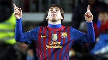 Messi vượt Ronaldo trở thành huyền thoại, Barca áp sát Real
