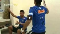 Neymar 'bắt chước' nhảy điệu Gangnam Style