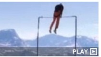 Thể thao nguy hiểm: Gãy xà đơn trên vực núi