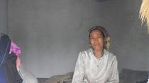 Thương cảm người đàn bà cô độc mắc bệnh nửa tỉnh nửa dại