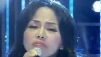 Thúy Uyên hát 'Nhật ký của mẹ' gây xúc động