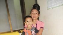 Sự sống mong manh của cậu bé dân tộc mắc bệnh hiểm nghèo