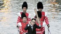 Trung Quốc: 'Học theo' Beckham rước đuốc để cầu hôn bạn gái