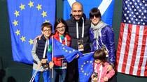 'Chán' bóng đá, Guardiola dắt vợ con đi xem golf