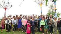 Phu nhân Chủ tịch nước đưa bạn bè quốc tế về thăm quê hương