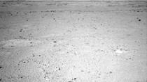 """Curiosity phát hiện viên đá """"kim tự tháp"""" huyền bí trên hành tinh Đỏ"""