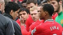 Evra nắm tay dàn hòa, Suarez thô bạo giằng tay lại