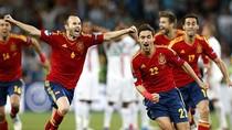Tái hiện toàn bộ trận bán kết Tây Ban Nha - Bồ Đào Nha qua thơ Tú Anh