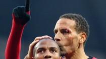 """Rio Ferdinand: """"Sao không ném đồng xu 1 bảng?!"""""""