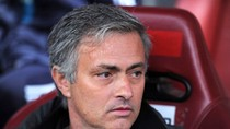 Mourinho ỡm ờ tương lai, tranh thủ khiêu khích Casillas