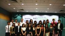 Sinh viên Việt Nam chuyền ngọn đuốc du học thứ bảy.