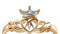 Nhẫn Claddagh – biểu trưng của tình yêu, tình bạn và...