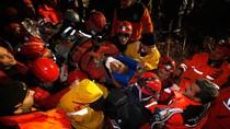 Cậu bé 13 tuổi được cứu sống sau 108 giờ mắc kẹt vì động đất