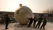 Nông dân Trung Quốc chế quả cầu thoát hiểm đối phó với ngày tận thế