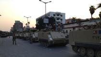 Ảnh: Thiết giáp và binh lính Ai Cập đổ ra đường sau cuộc đảo chính