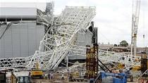 Video: Sập sân vận động World Cup ở Brazil, 2 công nhân thiệt mạng