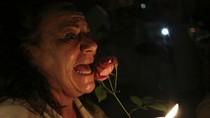 Ảnh: Người Nam Phi trắng đêm thương tiếc Nelson Mandela