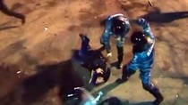 Video: Cảnh sát Ukraina đuổi, đánh đập dã man người biểu tình