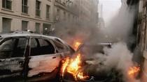"""Người Pháp đốt hơn 1.000 xe hơi trong đêm Giao thừa """"ăn mừng năm mới"""""""