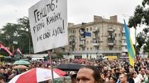 Ukraine: Biểu tình đòi lật đổ Tổng thống, Bộ trưởng Quốc phòng