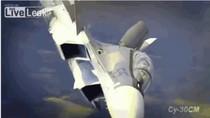 Video: Su-30SM nhào lộn mạo hiểm trên không