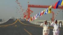 """Bên trong tàu sân bay """"second hand"""" của Trung Quốc"""