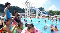 Dân Bình Nhưỡng nô nức đi chơi công viên nước
