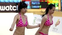 Ngắm đường cong hút mắt của hoạt náo viên bóng chuyền bãi biển
