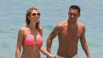 Không được dự EURO, Totti đưa vợ ra biển xả hơi