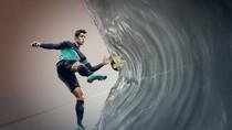 Rooney, Ronaldo, Iniesta... khoe giầy Nike mới