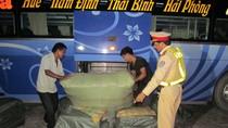 Phát hiện ô tô khách chở hàng không rõ nguồn gốc tại Quảng Bình