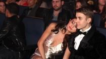 Sao tối 2/3: Selena Gomez làm nũng Justin Bieber
