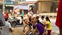 Cảnh sát giao thông Thanh Hóa hành hung người dân giữa đường