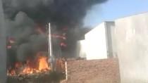 Cháy rụi xưởng hóa chất tại Bình Dương