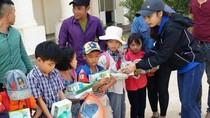 Chung tay giảm bớt khó khăn cho học sinh vùng lũ lụt