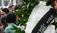 Vòng hoa viếng tang: Chỉ nên vận động
