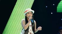 """Cô bé nhà nông """"hạ gục"""" toàn bộ khán giả, HLV Giọng hát Việt nhí"""