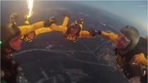 Xem biệt đội Hiệp sỹ Vàng của quân đội Mỹ thực hành nhảy dù