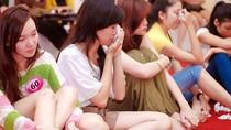 Khi các thí sinh Miss Teen cùng…  bật khóc