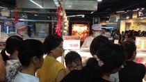 Gà quay 70.000 đồng/con trong siêu thị Lotte là gà thải loại?