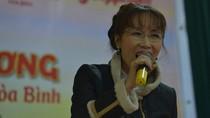 Nữ CEO ngành hàng không hát tặng người nghèo