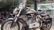 Phát sốt với chiếc mô tô 2000 phân khối của tay chơi xe Sài Gòn
