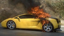 Siêu xe Lamborghini của Cường đô la có nguy cơ cháy