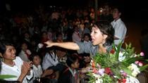 Thái Thùy Linh hát trong đêm sương cùng học sinh Nậm Mười
