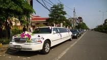 Xe dâu VIP Lincoln Limousine nửa triệu USD tại trụ sở UBND phường