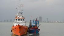 Cứu tàu cá cùng 6 ngư dân sắp chìm ở phía tây quần đảo Hoàng Sa