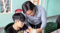 Cánh tay robot viết ước mơ cho trẻ khuyết tật