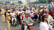 Toàn cảnh: Đầu năm người dân ùn ùn đổ về Hà Nội và Tp. Hồ Chí Minh